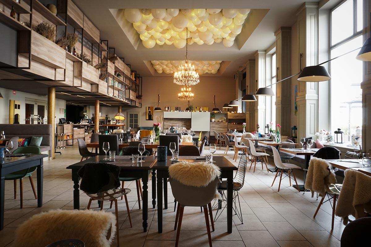 Modern Scandinavian restaurant ambient (photo by Rok Jurman Design)